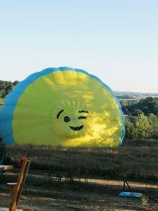 Décollage d'une montgolfière dans les Alpes Mancelles.